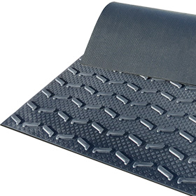 BELMONDO Step rubber stable flooring for steep passages and ramps in horse stables